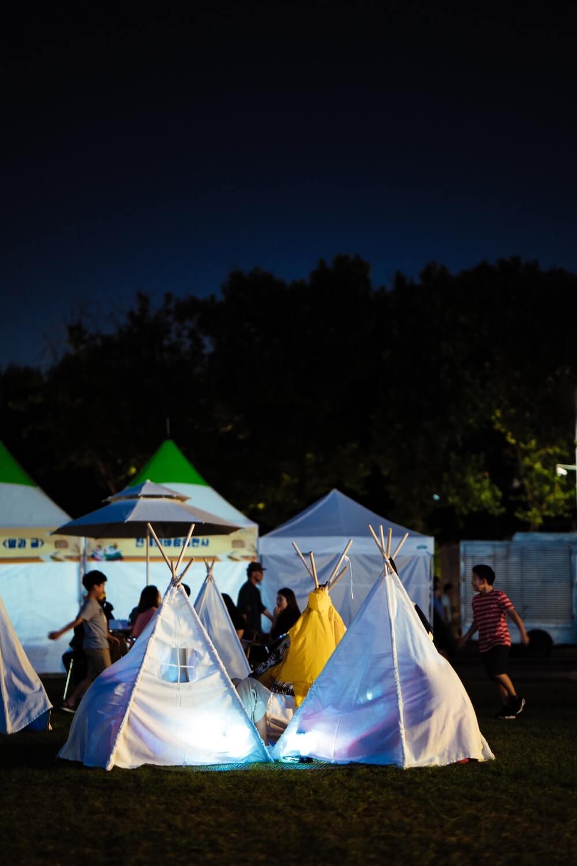 W jaki sposób rozłożyć i złożyć namiot weselny?
